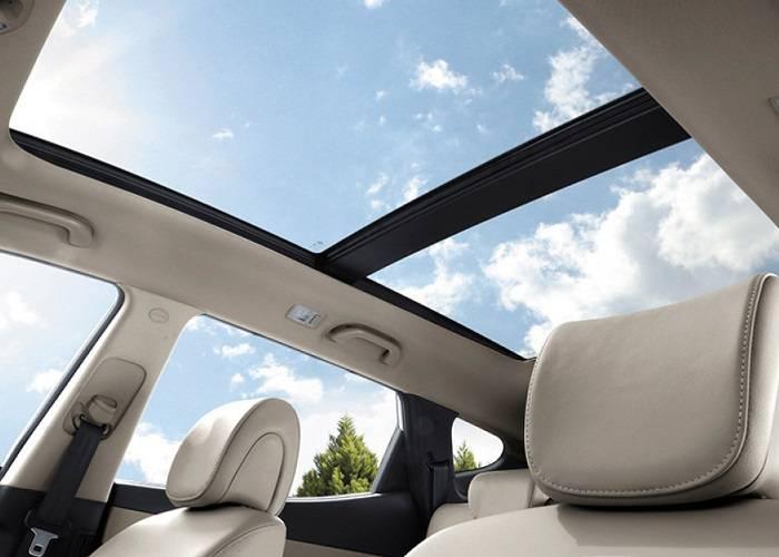 """""""Воздушность"""" автомобилю придает прекрасное панорамное окно"""