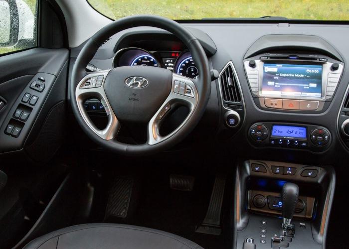 В кроссовере Hyundai ix35 имеется множество опций, которые помогут водителю в различных ситуациях