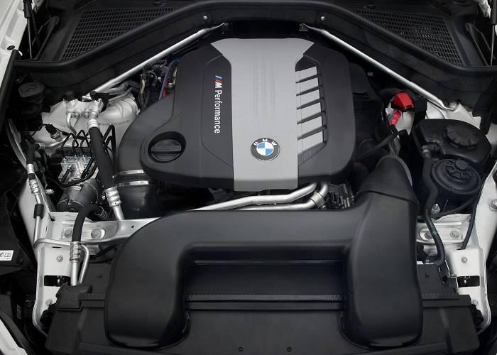 В BMW X6 экономичный расход топлива, однако двигатель при низких температурах завести довольно проблематично