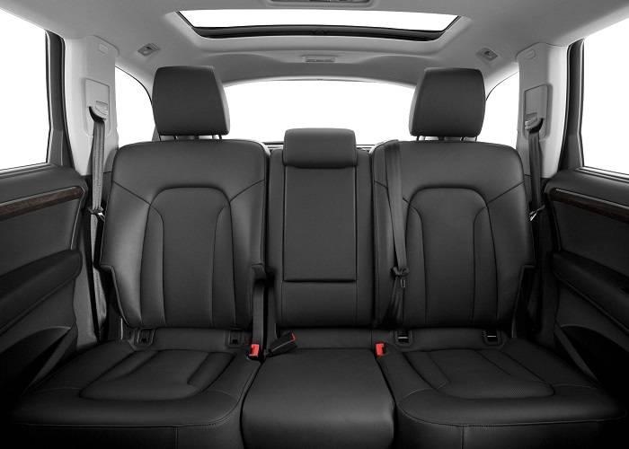 Пассажирам на задних сиденьях Audi Q7 предоставлено больше пространства