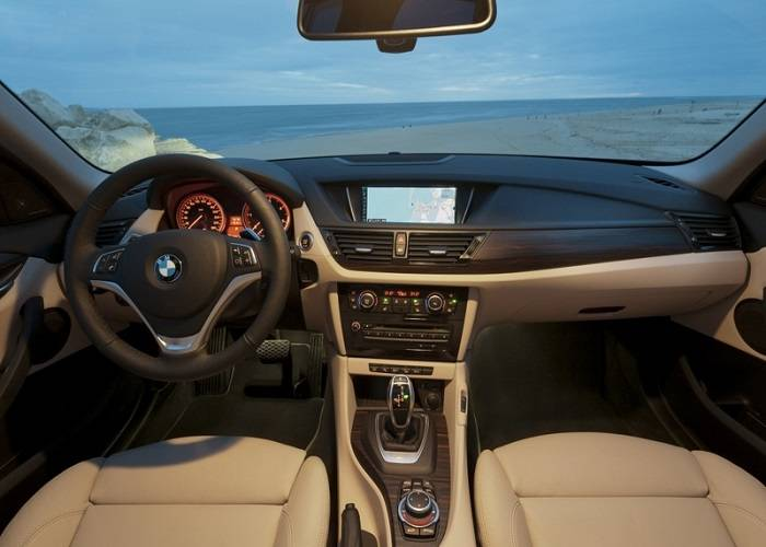 Комфортное обустройство в просторном салоне BMW X1 не может не радовать