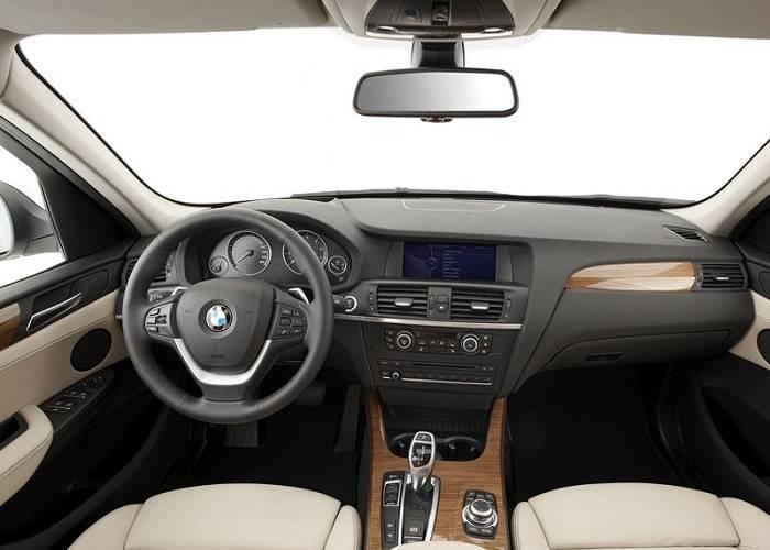 Одно из главных достоинств BMW X3 - стильный дизайн просторного салона
