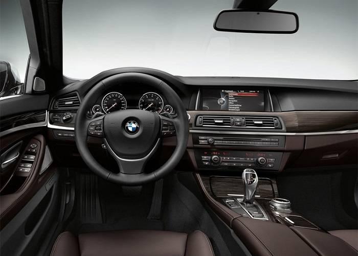 Интерьер кроссовера BMW X5 впечатляет своим дизайном и опциональностью