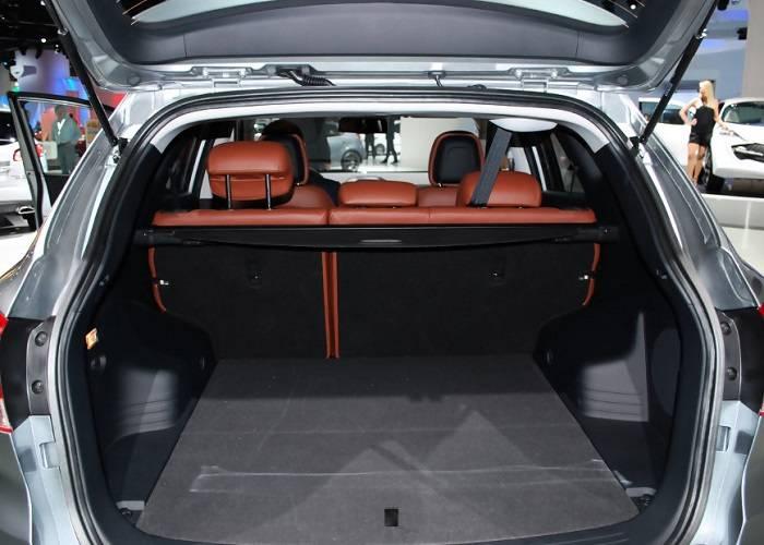 Объем багажника автомобиля составляет 591 л.