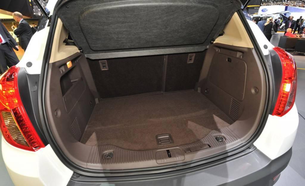 просторный багажник Mokka