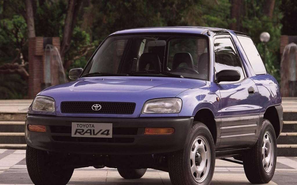 Первое поколение РАВ 4 сразу же пришлось по вкусу автолюбителям