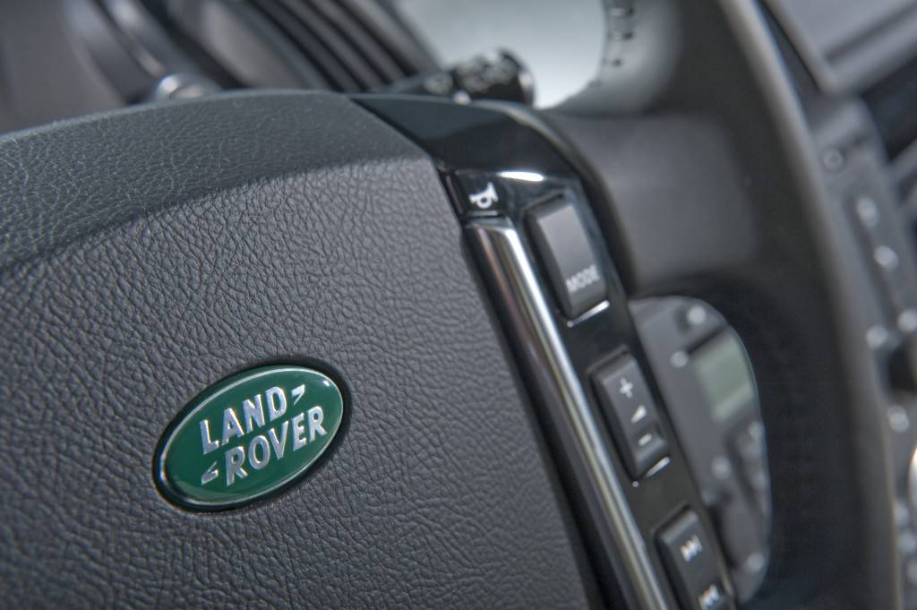 land-rover-freelander-2-5-door-mini-size-crossover-2010-087