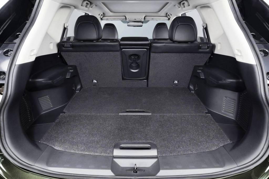 В багажнике достаточно места как для загородной поездки, так и для еще одного ряда сидений
