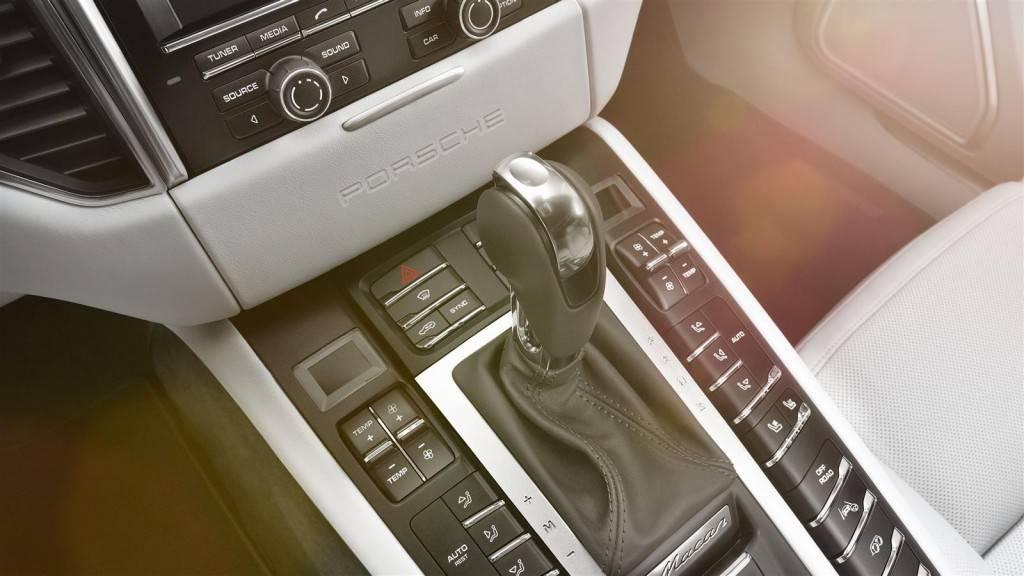 Переключение передач в ручном режиме АКПП осуществляется через специальные клавиши-качели