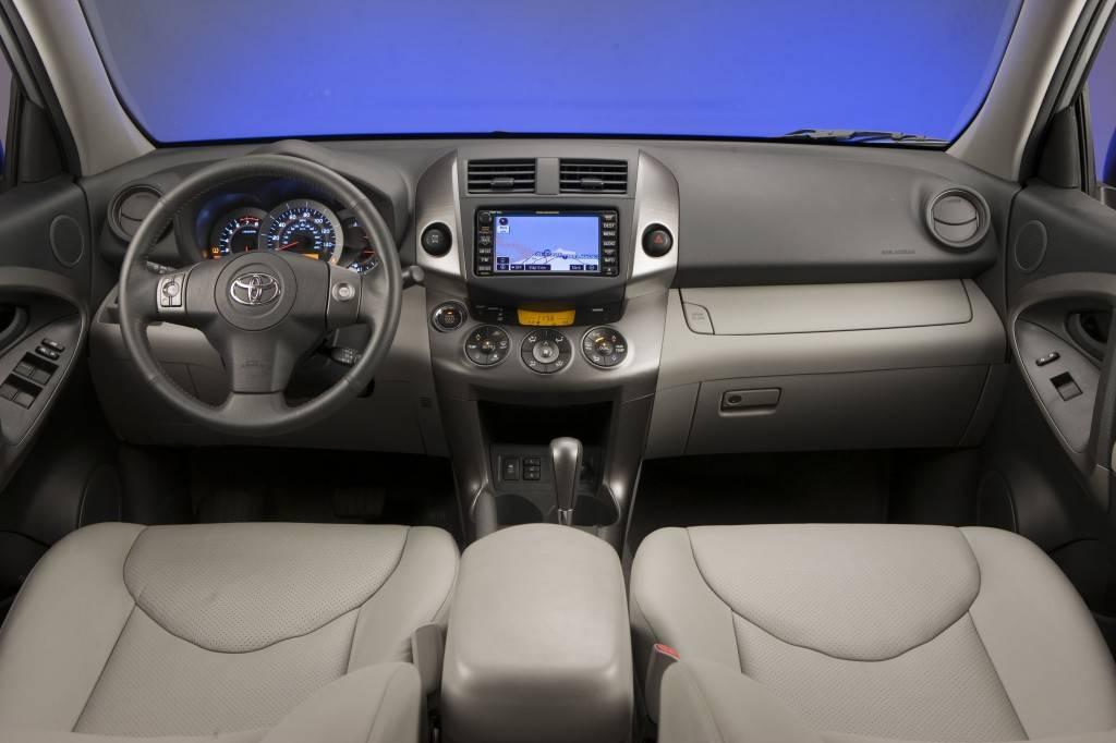 Тойота РАВ 4 выпускается в нескольких вариантах, среди которых несложно выбрать подходящий