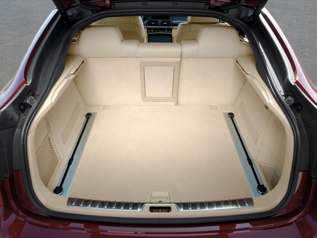 Для кроссовера багажник БМВ Х6 очень даже не маленький