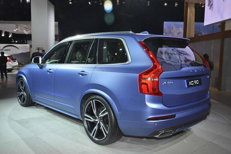 2015-536374-volvo-xc90-r-design-at-2015-naias