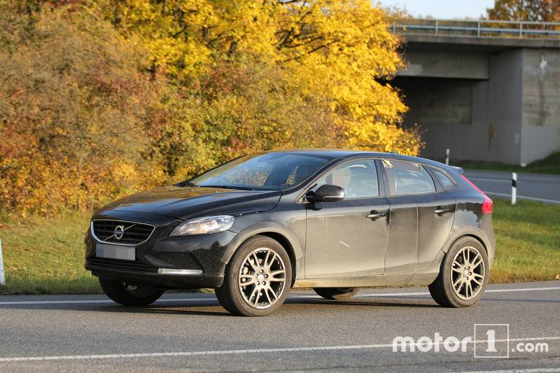 2017-volvo-xc40-chassis-testing-mule3
