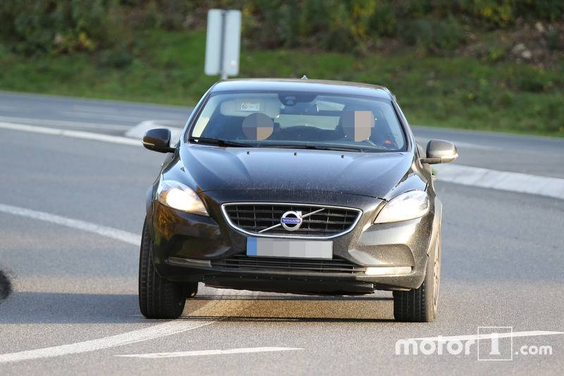 2017-volvo-xc40-chassis-testing-mule4