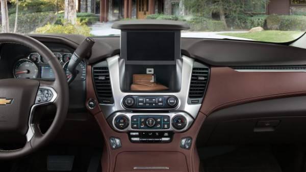 2016-Chevrolet-Tahoe-dash-e1422020040674