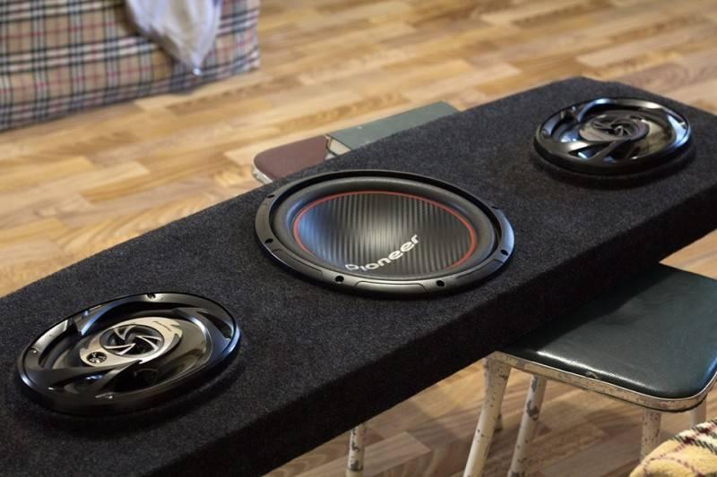 Качественно сделанный акустический подиум добавить нового звучания вашему автомобилю