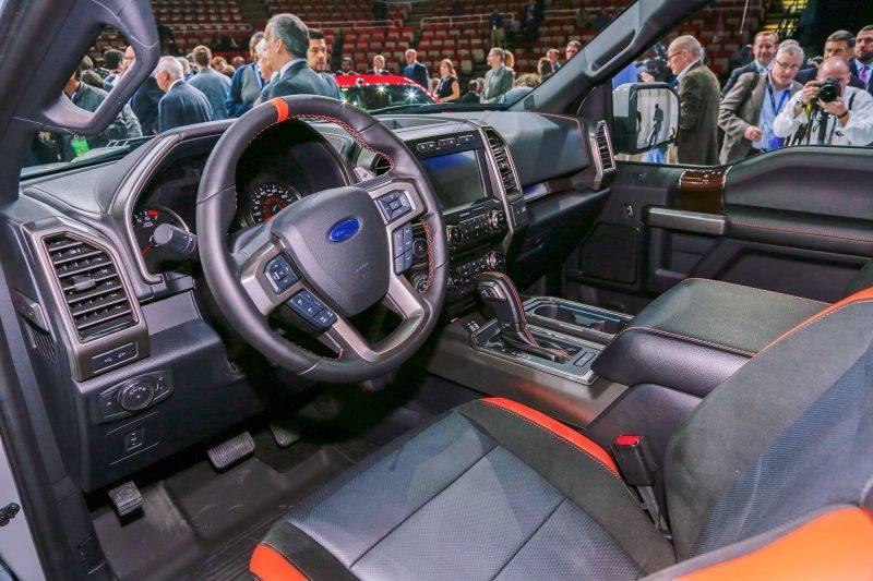 2017-Ford-F-150-Raptor-SuperCrew-cabin