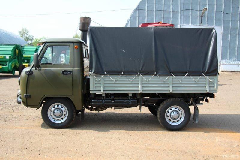 Наиболее распространенной моделью из серии является бортовой УАЗ с тентованной крышей.