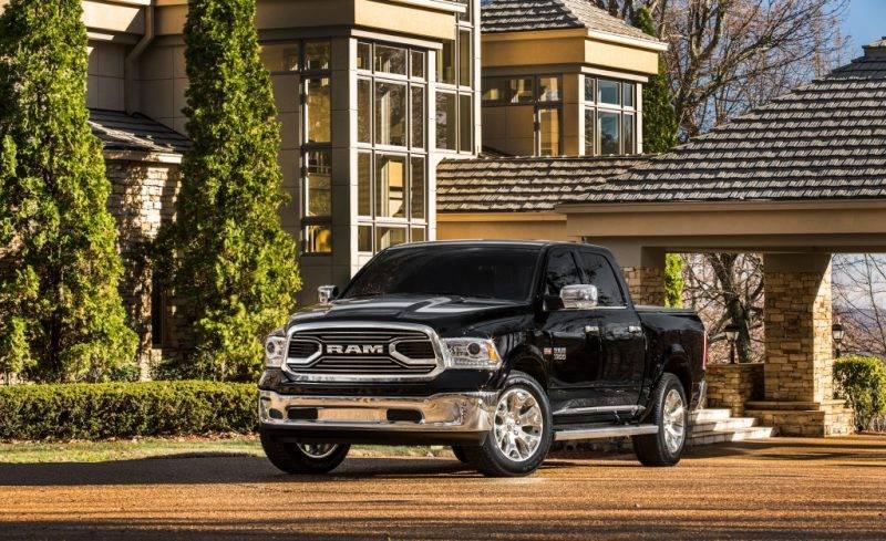 Dodge Ram – это классический американский пикап, обладающий большими габаритами.