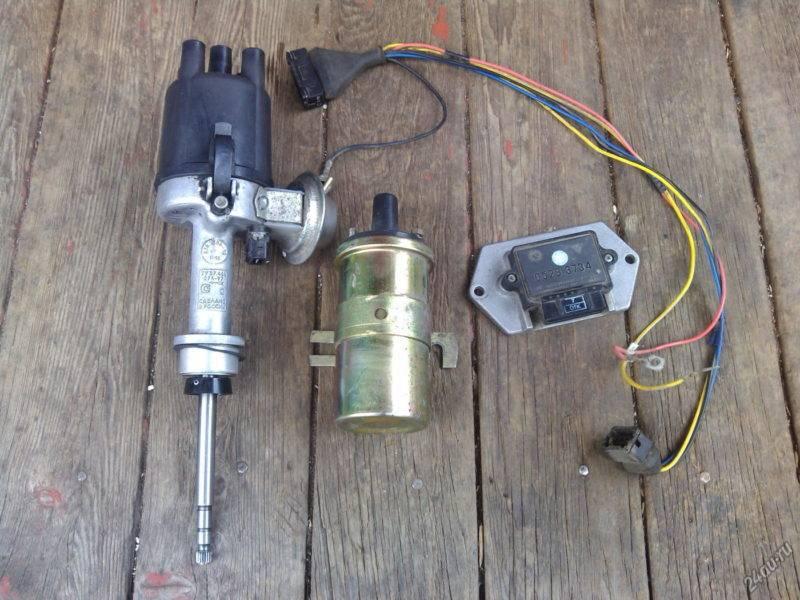 Верный способ уменьшения проблем, связанных с обслуживанием системы зажигания ВАЗ 2106 , - установка системы бесконтактного зажигания на автомобиль.