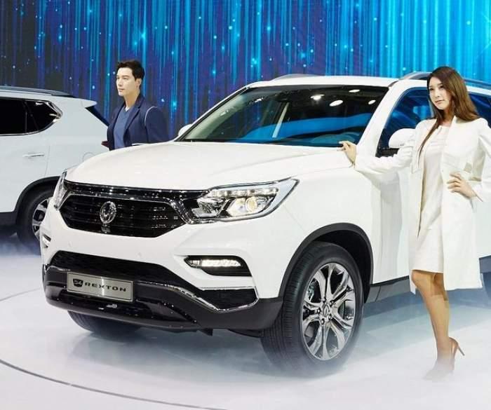 Первой ласточкой этой работы стал новый SsangYong Rexton. Его представили на прошедшем в апреле 2017 года Сеульском автосалоне.