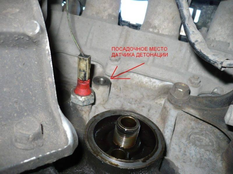 В некоторых двигателях устанавливают два и более датчика детонации, тем самым формируя более полную картину о характере воспламенения в цилиндрах.