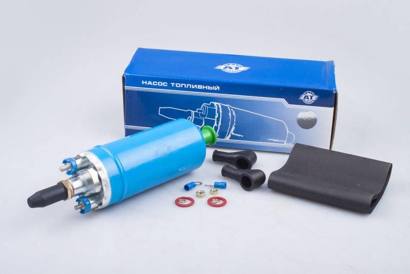 В современной автомобильной технике с бензиновыми моторами могут использоваться два вида насосов подачи топлива, которые помимо своих конструкционных особенностей, отличаются еще и местом расположения.