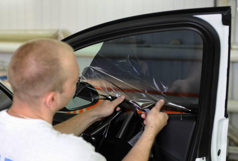 С 1 января 2017 года штрафы за чрезмерное затемнение стёкол автомобиля несколько ужесточились.