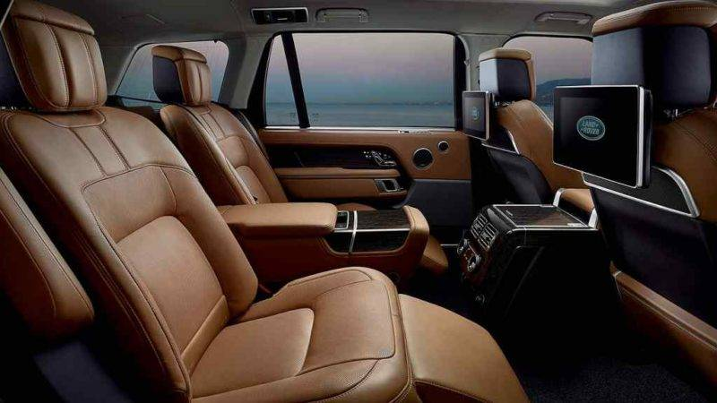 Для удобства пассажиров, сидящих сзади, установлены подножки, поэтому там смогут комфортно разместиться люди с любой комплекцией.