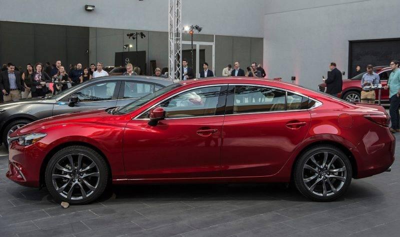 Машина, представленная на автосалоне, имеет гармоничные черты, которые улучшают и динамические свойства.