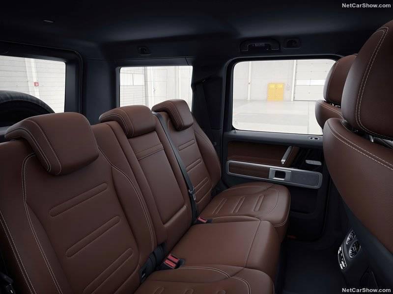 Расстояние между задними и передними сидениями увеличилось на 15 сантиметров, так что пассажирам станет определенно просторнее.