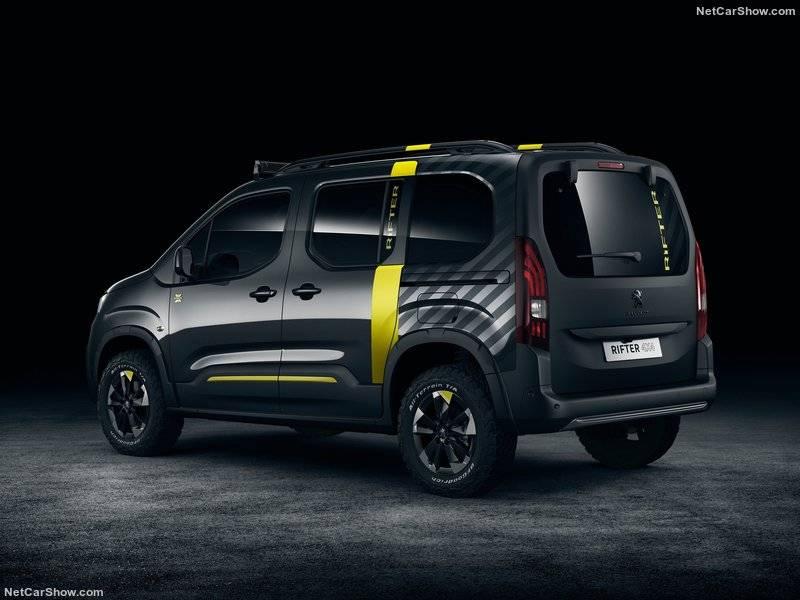 В черном матовом цвете, кстати, выполнена и багажная дверь Peugeot Rifter 4x4.