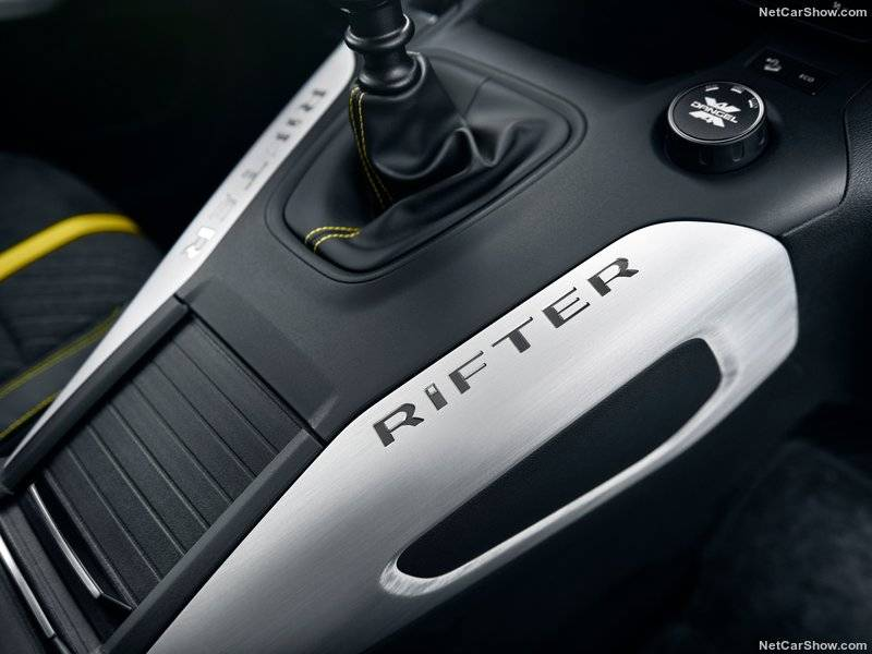Матовый алюминий использовался для создания надписи Rifter, которая эффектно украшает торпедо.