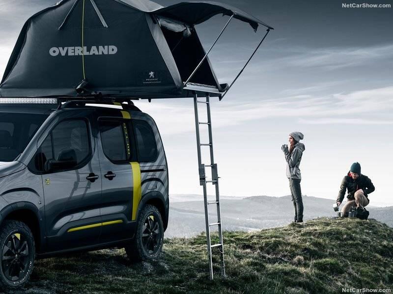 На крышу концепта поместили специальную палатку Overland, разработанную компанией Autohome.