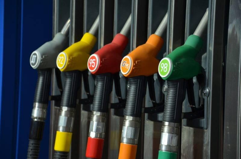 Бензин- это смесь углеводородов, количество каждого из компонента в этой смеси определяют марку бензина и его эксплуатационные характеристики.