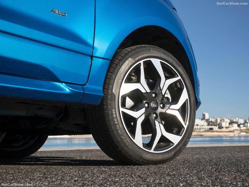 На всех колесах установлены дисковые тормозные механизмы, благодаря чему машина останавливается быстро.
