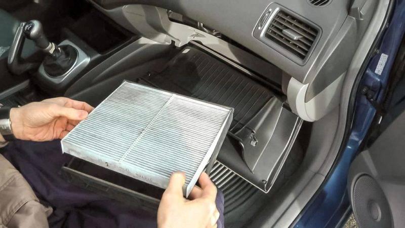 Еще одна функция салонного фильтра - это защита радиатора отопителя и системы кондиционирования от попадания различного мусора.