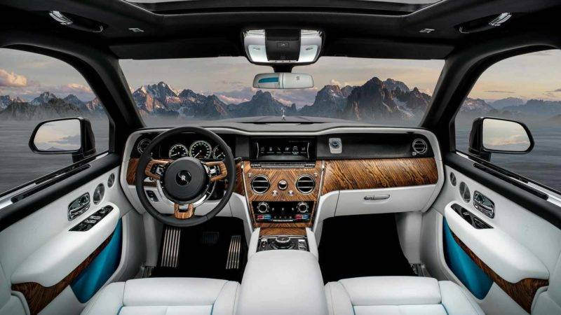 Перед водителем цифровая приборная панель, но она выполнена в классическом виде, вся необходимая информация может быть выведена в цифровом формате.