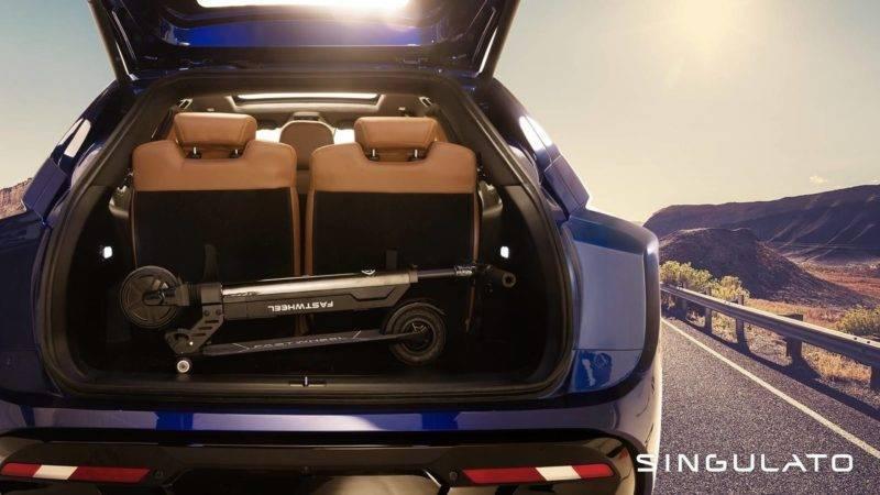 Даже в семиместной версии багажник помещает достаточное количество вещей. При необходимости сиденья легко складываются.