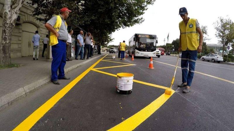 Автобусные остановки станут обозначаться желтыми изломанными линиями, перпендикулярными краю дороги.