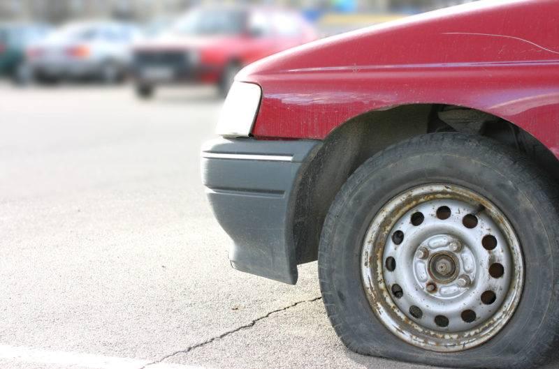 Flat Tire e1538069357476 - Что будет если ехать на спущенном колесе