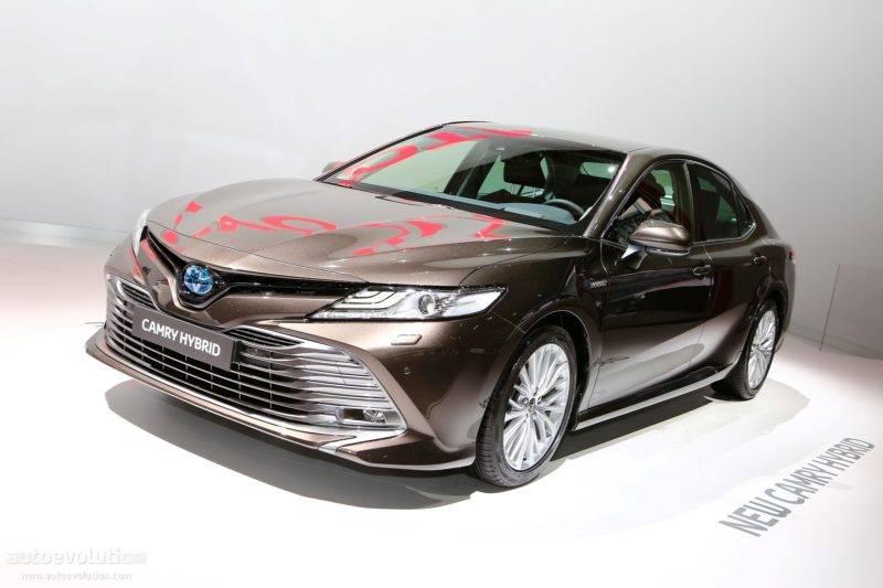 Производитель сообщает, что автомобиль будет потреблять около 4,2 литров топлива на 100 километров.