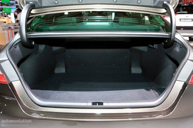 И последнее, но не менее важное: аккумулятор не съедает пространства у багажника.