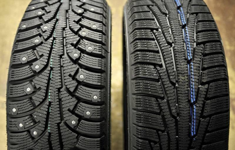 Традиционно выделяют 2 вида зимних шин: шипованные и фрикционные.