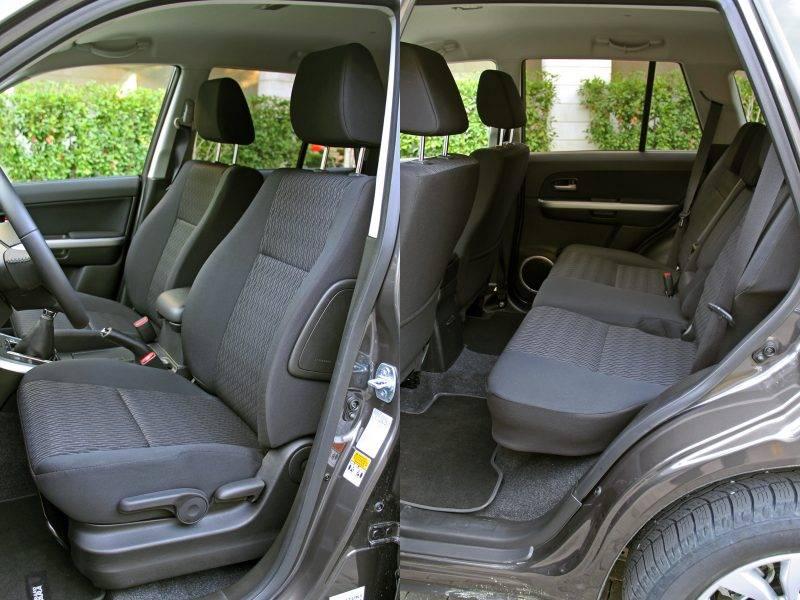 Учтите, что если ваш рост выше среднего, то при отодвинутом назад водительском сиденье на заднем диване будет мало места или не будет вовсе – кресло можно придвинуть чуть ли не вплотную.