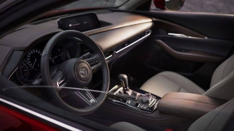 Салон Mazda CX-30.