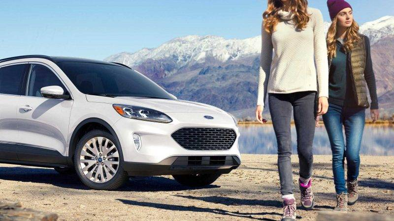 Чтобы создать спортивный облик нового поколения Ford Escape, дизайнеры решили обратиться к самым примечательным автомобилям семейства Ford.