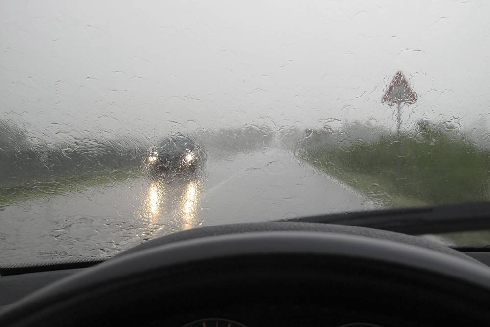 Сильный дождь всегда быстротечный – его лучше переждать.