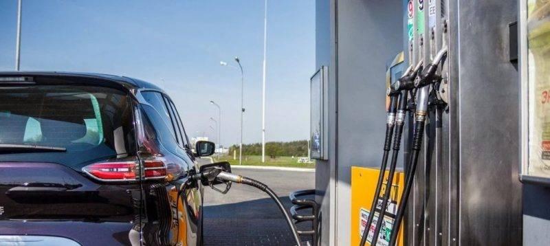 Как впоследствии пояснили представители чиновника, основные игроки нефтяного рынка страны обязались сдерживать цены на внутреннем розничном рынке во второй четверти этого года, что было зафиксировано документально.