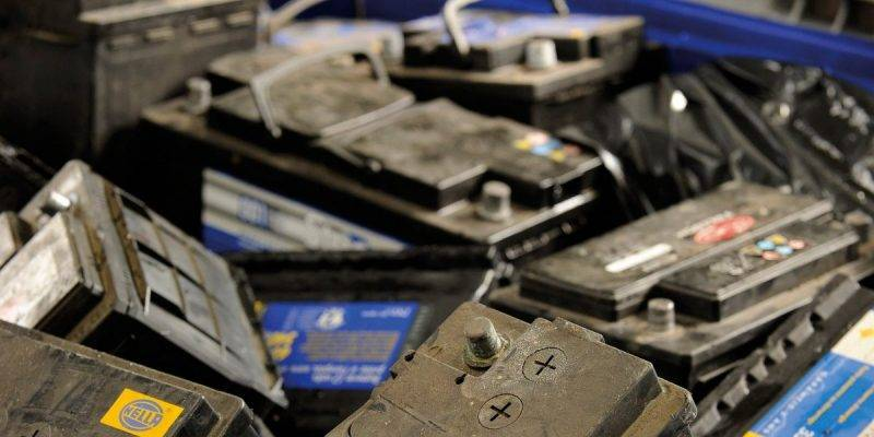 Конечно, аккумулятор можно просто выбросить, но это как минимум неэкологично.